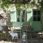 jardin à la ferme des ânes : le gîte
