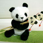 かわいるぎるぜ!パンダちゃん!手に持ってるのは、でんでん太鼓耳かき