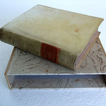 Custodia aperta per libro ricoperta con carta marmorizzata fatta a mano