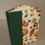 """Libro-Agenda """"le mie ricette"""". Dorso in tela verde, piatti in carta tipo """"Varese""""."""