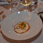 """""""Kartoffelkiste"""" auf Trüffelschaum und Madeirajus"""