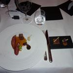 Taube: am Stück gebraten - Schwarwurzel - Apfel-Rotwein.Purée - Gewürzbrot
