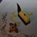 Glasierter Schokoladenriegel mit Orangensorbet und Litschigelée