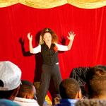 Theater ohne Worte im Camp mit der Freimanner Künstlerin Ingrid Irrlicht