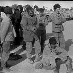 Sahara 1984 - prigionieri Marocchini - reportage Gian Butturini