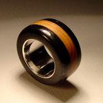 schwarzer Granit / Holz