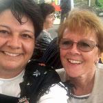 Karin Niederberger mit Alphornerin Monika