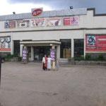 Supermarket & restaurant close to main park