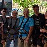 die Gruppe ist ausgerüstet für´s Canopy