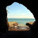 Grotten und Höhlen waren früher für die Piraten ideale Verstecke für die erbeuteten Schätze