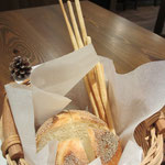 ケシの実パンとグリッシーニ