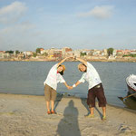 インド(皆既日食後のガンジス河)