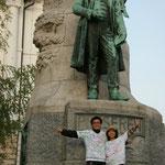 スロヴェニア(国歌にもなっている人の銅像前)