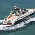 Barco de alquiler en navegación