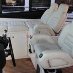 Cómodos asientos para patrón y acompañantes