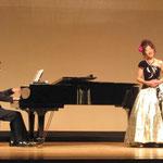 ピアノをバックにお二人の息もぴったりでした。