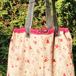 sac baluchon aux coloris roses fleuris