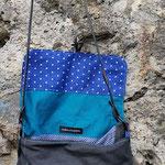 besace en tissus ouverte couleur anthracite, bleu marine et turquoise
