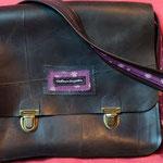 cartable grand modèle doublé de tissu violet à motifs blancs