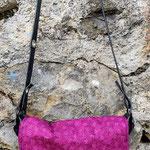 besace en tissus rose et violet fermée, décoration étoile