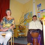 Die Märchenerzähler Wiltrud Köser-Klöckner und Robert Novak sind auf ihr Publikum gespannt.