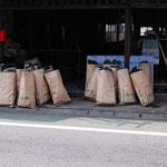 ダンプ1杯になった松材がこれだけの炭に焼き上がりました。炭にすると、かなり収縮があるそう。