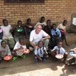 Der Schweizer Trägerverein Children Help Network pflegt engen Kontakt zum Centre Intiganda. Per Telefon und E-Mail – und mit Besuchen ca. alle 2 Jahre.
