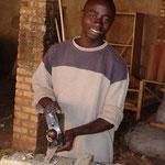 On construit beaucoup au Rwanda. Les apprentis menuisiers ne chôment pas.