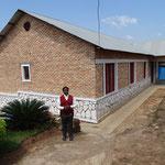 Das Sozialhaus Kamonyi sieht von Ferne recht einladend aus ... fliessend Wasser und Strom sind aber Mangelware.