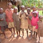 Überbevölkerung, familiäre Probleme und Spätfolgen des Bürgerkriegs führen zu Armut – Strassenkinder sind Opfer dieser Umstände.