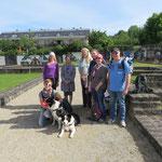 Vor den Überbleibseln einer römischen Villa: unser Multi-Kulti-Wandertrupp aus Luxemburg, Deutschland, Italien, den Niederlanden und Taiwan