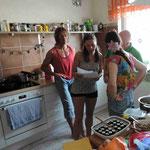 Beim angeregten Plausch in der Küche