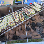 Auch Zucchini fanden den Weg auf den Grill und schmeckten mariniert vorzüglich.