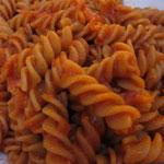 der Klassiker, immer gut: Fusilli Pomodoro (ohne Parmesan)