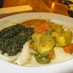 HAMLI (gedünsteter Spinat/Grünkohl mit Zwiebeln und verschiedenen Gewürzen), SHIRO ROT und ALITSCHA