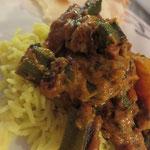 Bindhi (Okra, Zwiebeln, Tomaten, Ingwer, Kartoffeln)