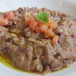 Foul (Favabohnenmus mit Zwiebeln, Tomaten und Olivenöl)