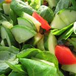 Und ein traditioneller grüner Salat mit Tomaten darf natürlich nicht fehlen.