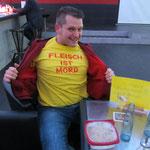 glücklicher Ingo proudly presents: seine neueste T-Shirt-Errungenschaft