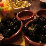 Aceitunas negras (schwarze Knoblauch-Kräuteroliven)