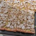 über Rhabarber-Streuselkuchen