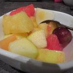 Es gibt sogar veganen Nachtisch in Form eines leckeren Obstsalats!