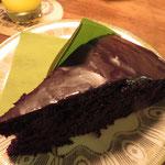 Schokoladenkuchen mit Kokos-Ahornsirup-Glasur