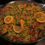 Reis-Gemüse-Pfanne nach Paella-Art gewürzt - 8 Leute wurden aus dieser Riesenpfanne supersatt