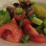 Original griechischer Bauernsalat - schmeckt auch ohne Schafskäse fantastisch!