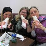 Als hätte es auf der VeggieWorld nicht genug leckeres Essen gegeben - aber wir wollten unbedingt mal das veganfreundliche Cigköfte erkunden