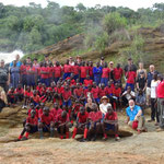 73 Leute auf Safari