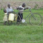 Waisenkinder haben den schwersten Job im Dorf
