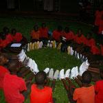 2012 bekommen wir von der Firma Reno-Schuhe Turnschuhe für unsere Kinder geschenkt