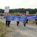 Die Umwelt- und Gesundheitsinitiative Heuchelhoftunnel demonstrierte für die bessere Lösung: Den Bau eines Tunnels durch den Katzenberg